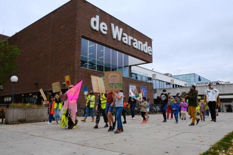 Elke straat is een speelplaats_op STORMOPKOMST_(c) Bart Van der Moeren (6).JPG